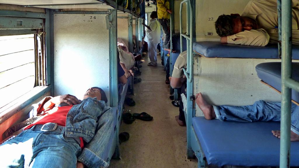 Индия поезд Sleeper class