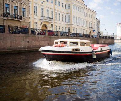 Экскурсии по каналам Петербурга