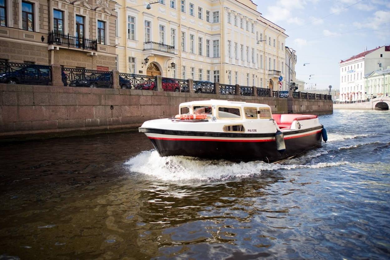 Экскурсионные катера: узнайте Санкт-Петербург по-новому