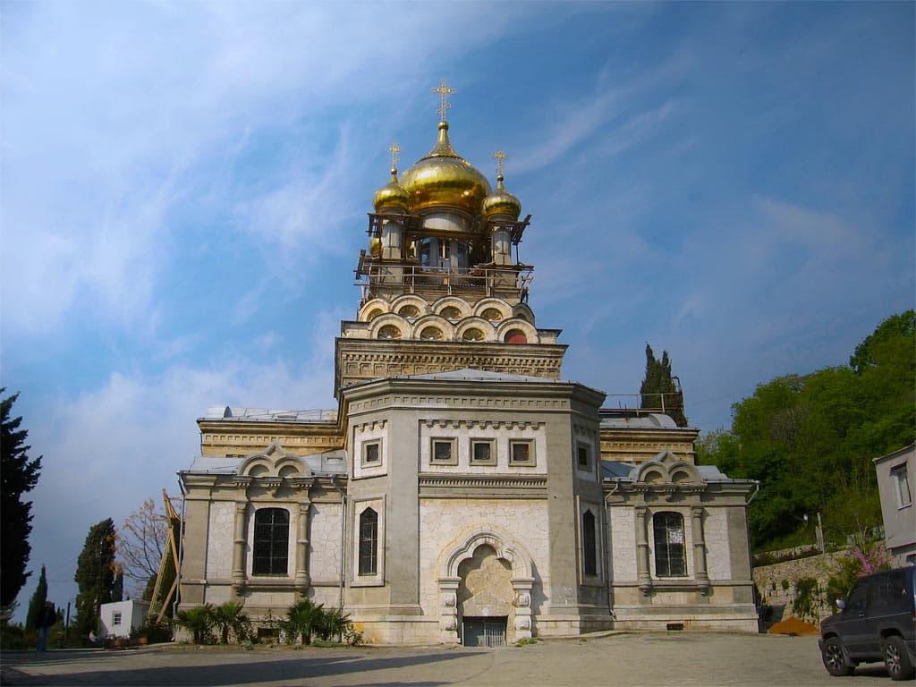 Храм святого Архистратига Михаила в Алупке