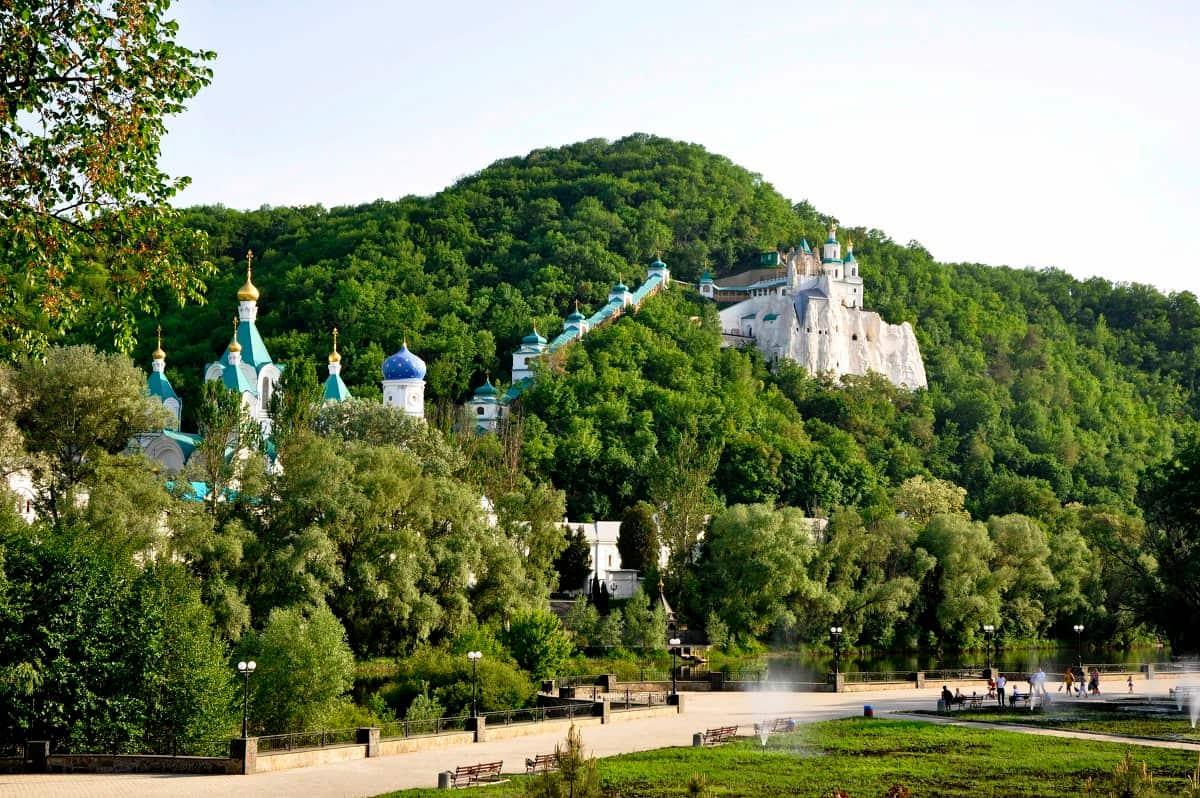 Свято-Успенский Святогорский монастырь в Пушкинских Горах
