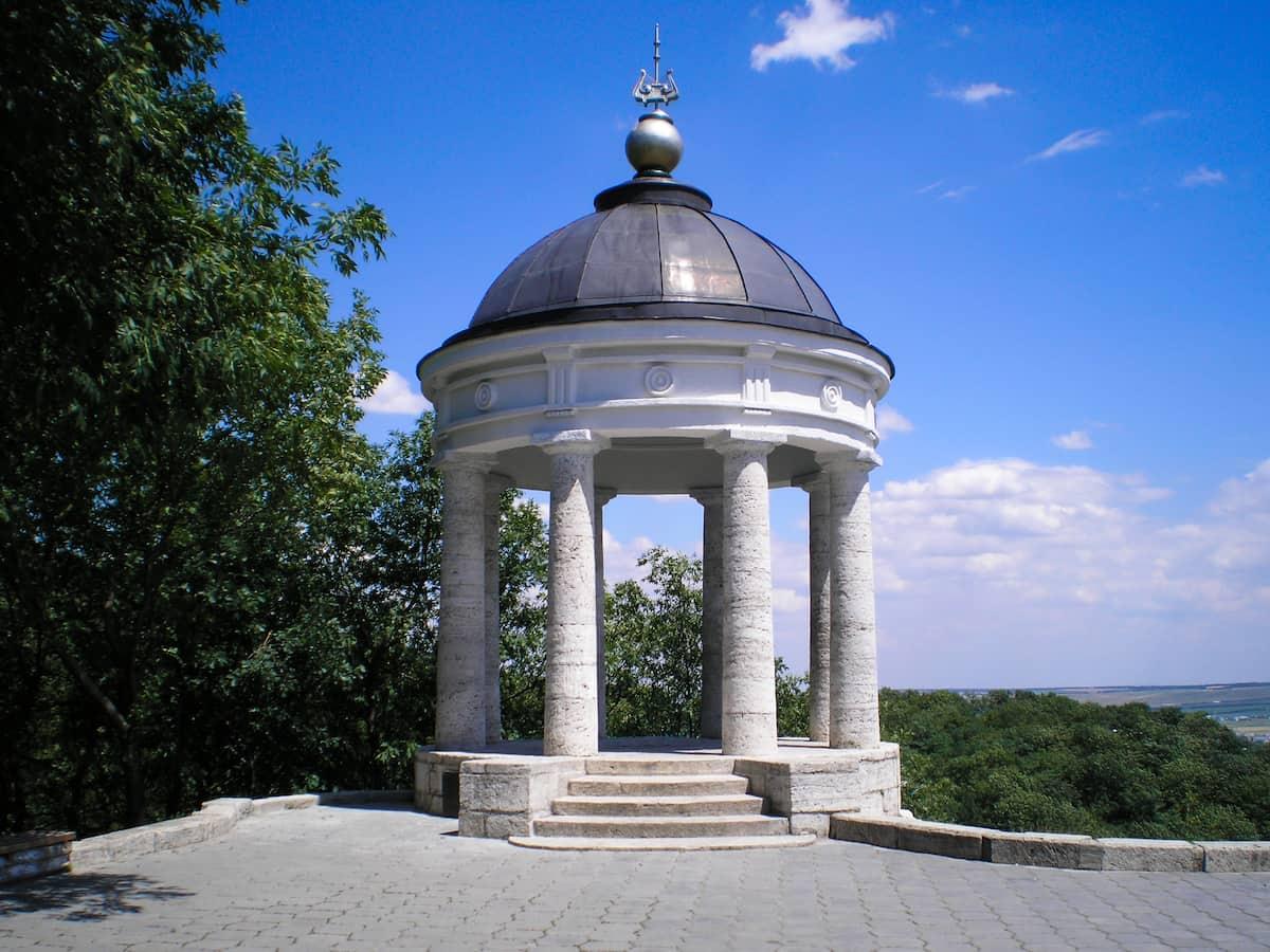 Ротонда «Эолова арфа» в Пятигорске