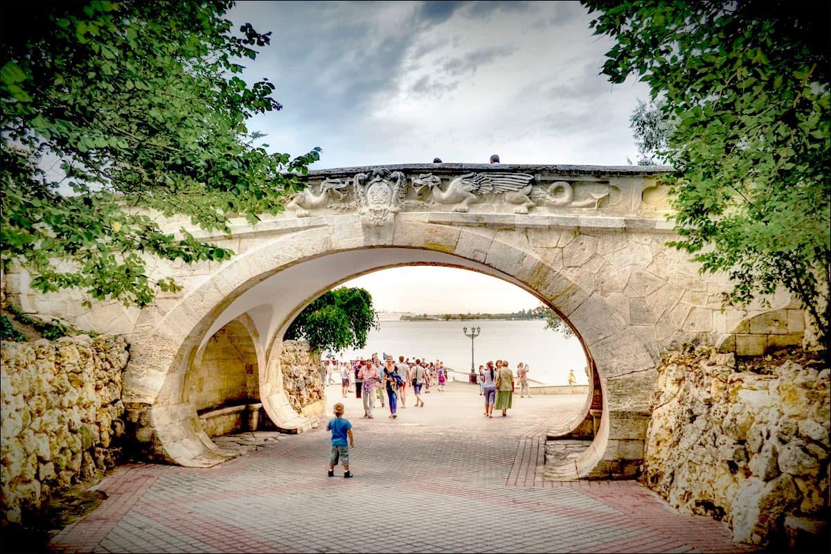 Мост влюбленных (Драконий мостик) в Севастополе